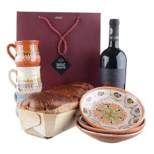 Pachet cadou - Cozonac proaspăt Pania, set ceramica de Horezu și vin Fetească Neagră Nativus