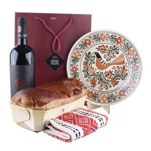 Pachet cadou - Ștergar Tradițional, Ceramică de Corund, Cozonac proaspăt Pania și vin Fetească Neagră Nativus