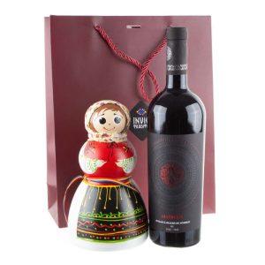 Pachet cadou de Craciun cu papusa pusculita si vin Feteasca Neagra Nativus