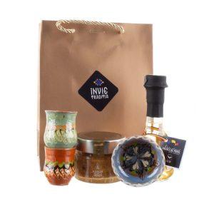 Pachet cadou de Craciun cu doua canute si un bol de Horezu, palinca de prune si miere pură Aurum