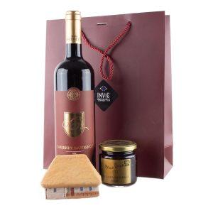 Pachet cadou de Craciun cu dulceata naturala, casuta din lut si vin Cabernet Sauvignon